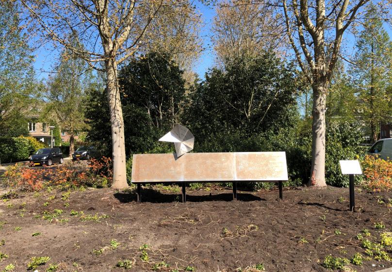 Monument 'Nooit meer teruggekomen' geplaatst, onthulling uitgesteld
